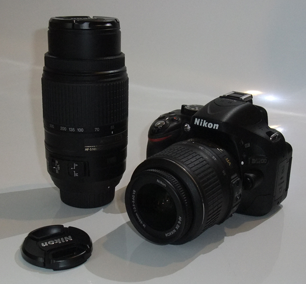 NIKON デジタル一眼レフカメラ D5200 ダブルズームキット