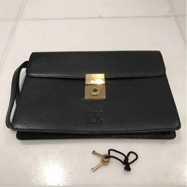 info for a6eac 4923c 保証書付き LOEWE(ロエベ) レザー セカンドバッグ クラッチバッグ ブラック×ゴールド 鍵2個 保存袋つき スペイン高級レザー