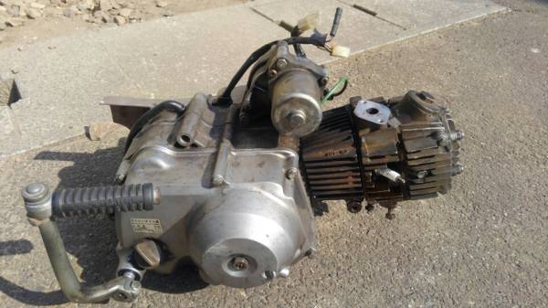 カブ エンジン セル付 (モンキー ダックス シャリー ゴリラ カブカスタム 4速 マグナ c50_画像2