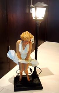 マリリンモンロー 陶器置物  「七年目の浮気」 グッズの画像