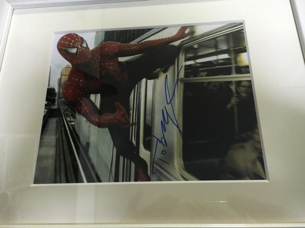 スパイダーマン トビーマグワイア直筆サイン入り写真額入り 証明書付き