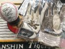 阪神タイガース#60小宮山慎二選手実使用サイン入りバッティンググラブ&サインボール