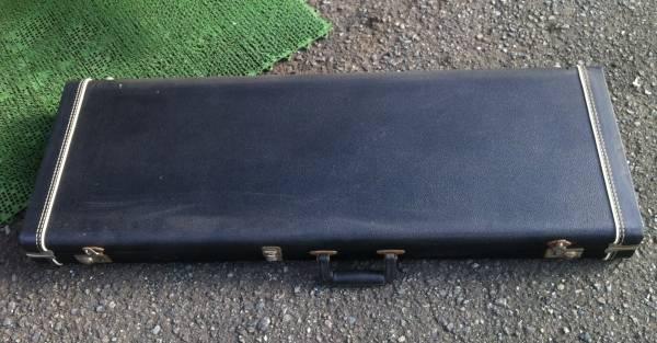 「Fender USA」の70年代ヴィンテージ風?革巻きブラック・ハードケース!ストラト&テレキャス用!格安!_画像2