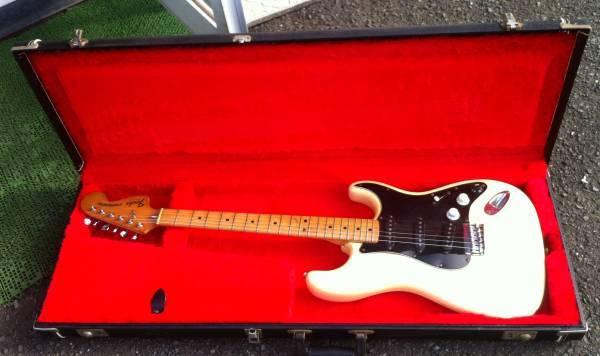 「Fender USA」の70年代ヴィンテージ風?革巻きブラック・ハードケース!ストラト&テレキャス用!格安!_画像1