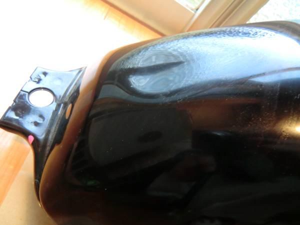 【オークション本舗 】 ホンダ CB400SB タンク 黒_凹み  >> 横に擦り傷