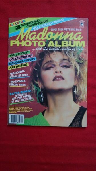 マドンナ『MADONNA PHOTO ALBUM』洋書 付録の別冊写真集付き ライブグッズの画像