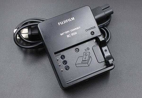 富士フイルム/Fujifilm NP-95 バッテリーチャージャー F30 X-S1 FinePix X100 X100T X70 X100S F30 F31 F31fd 3DW1用 充電器 BC-65N