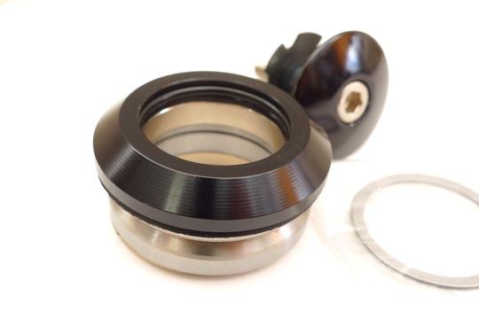 新品激安★BLANK ヘッドパーツ 黒(45°×45° カンパ・ヒドゥンセット規格)_シンプルでルックスもいい感じです。