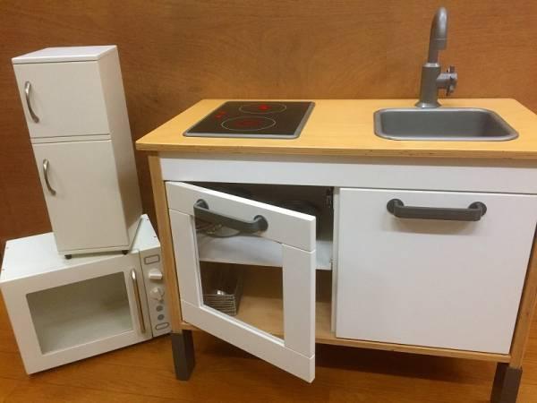 イデアポート冷蔵庫とIKEAキッチン別出品。