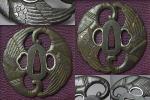 江戸時代/変り形鉄地茗荷図丸彫透し金象嵌色絵両櫃孔鍔