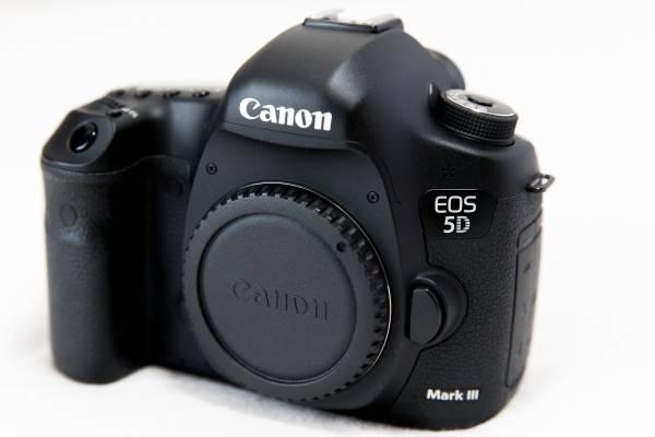 【良品】 CANON キヤノン EOS 5D Mark III BODY ボディ (MarkⅢ Mark3)