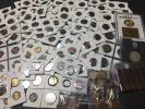 貨幣セットメダル類のおまとめ大量出品です。詳細不明品も含まれ