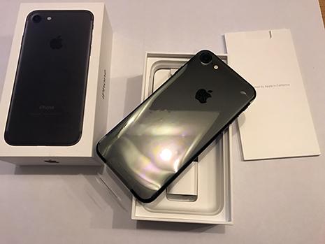 未使用 Apple iPhone 7 MNCQ2J/A 256GB ブラック au_画像2