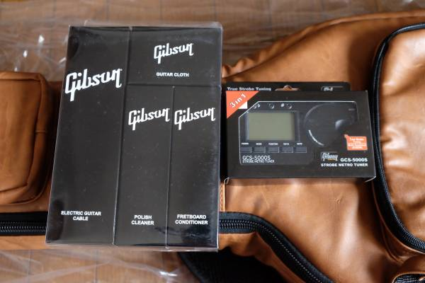 非売品 1959 Gibson Custom Shop Les Paul セミハードケース, GCS-5000Sメトロチューナー、ケアーキット。