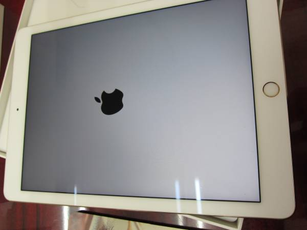 美品中古 iPad Pro 9.7 Wi-Fi+Cell 32GB au ゴールド 判定△ MLPY2J/A_画像1