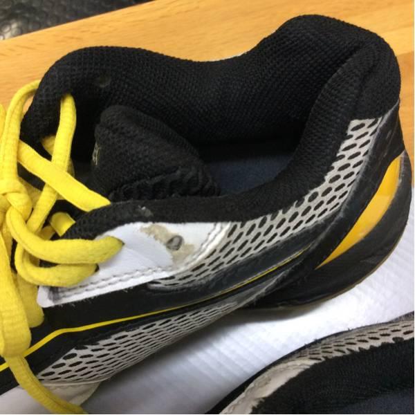白×黄・黒 テニス・バドミントンシューズ サイズ24_画像2