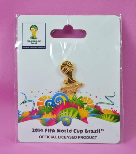 【新品未開封品】ピンバッチ(サッカーワールドカップ 2014 ブラジル)トロフィ型