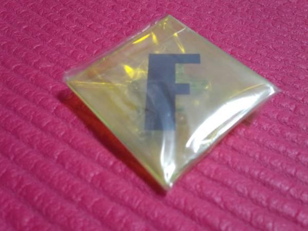 FLOPPY [バッヂ] Fロゴプラバッヂ/ 在庫ラスト メトロノーム 新宿ゲバルト シンセサイザーズ ビートサーファーズ