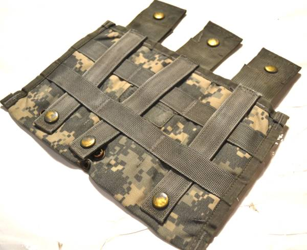 実物 US ARMY 米軍放出品 ACU デジタル迷彩 M16 M4 トリプルマガジンポーチ 17.5×26_画像2