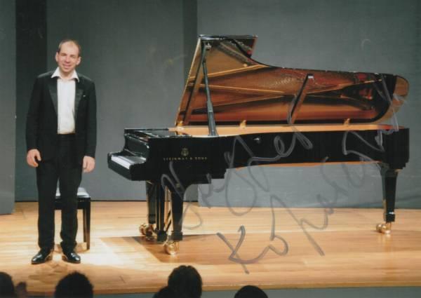 ピアニスト アンドレイ・コロベイニコフ Andrei Korobeinikov 直筆サイン入り写真