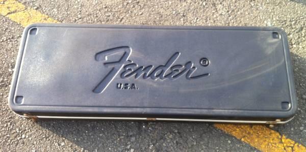 76年~83年に作られた「フェンダーUSA」純正!!大きく「Fender USA」と書かれた「頑丈なプラ・ハード・ケース」!_画像2