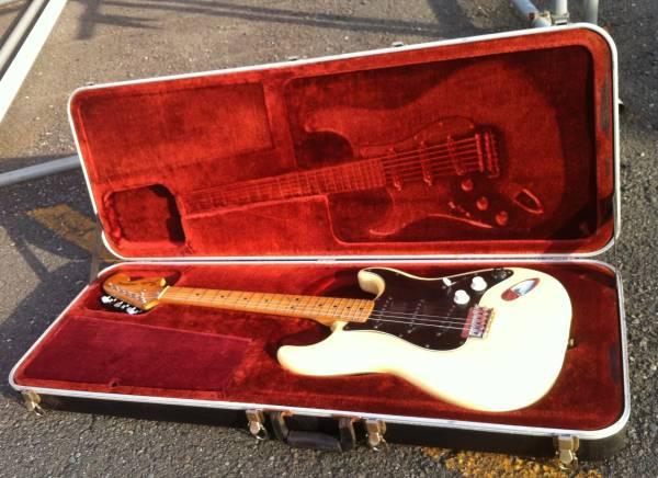 76年~83年に作られた「フェンダーUSA」純正!!大きく「Fender USA」と書かれた「頑丈なプラ・ハード・ケース」!_画像1