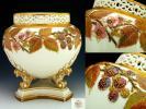 アンティーク ローヤルウースター・金彩透彫造形野苺紋蓋付飾壷