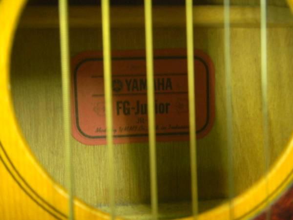 ☆ヤマハ・ミニ・ジュニア・ギター KORGのチューナー付き_画像2