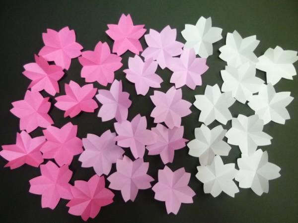 ☆ハンドメイド☆春 壁面飾り 折り紙 桜 3色/30個♪ 卒園 入園 進級 おめでとう♪ 幼稚園 保育園 施設 病院 掲示板♪