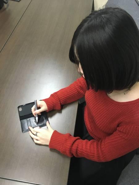 [3.11チャリティ]岩田華怜さん 私物 愛用品 サイン入りスマートフォンケース rfp1074_画像2