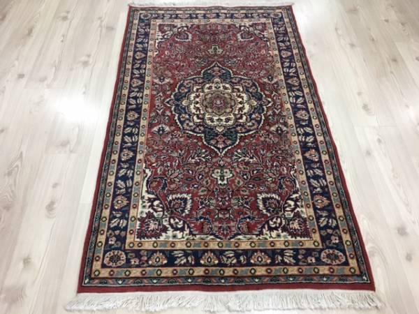 大変美しいエレガントな絨毯1枚如何