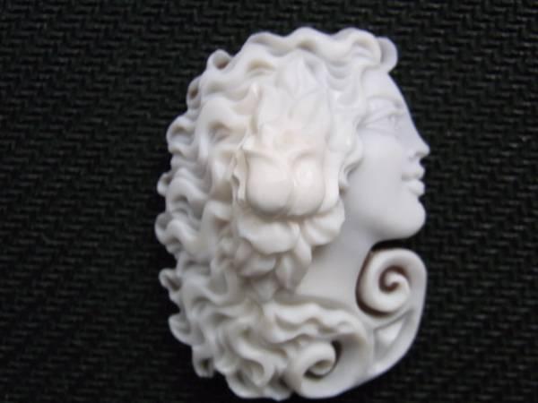 新品:パトリシアの世界 優美な切り抜き作品¥35,000_画像1