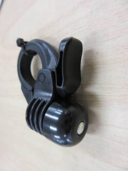 ロードバイクなど、ハンドル・クランプ部付近の31.8mm径のところに取り付けるベル ブラック