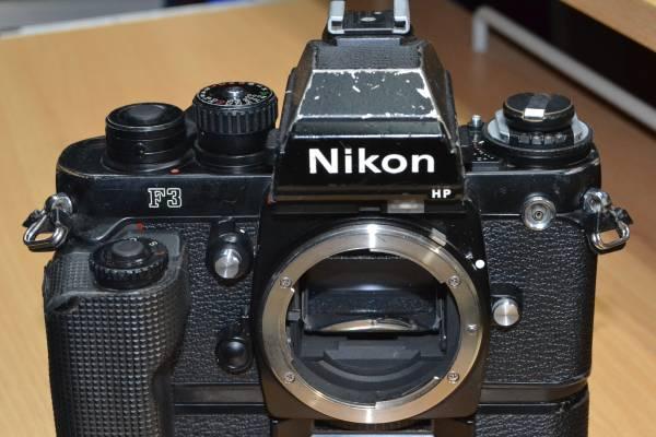 報道用35mmカメラの名機 使い込まれたNikon F3P + MD4(滑り止めゴム巻き)付 快調に作動しています!ジャンク扱い