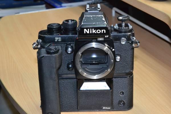 報道用35mmカメラの名機 使い込まれたNikon F3P + MD4(滑り止めゴム巻き)付 快調に作動しています!ジャンク扱い_画像2