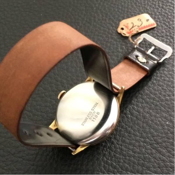 超美品 希少 昭和初期の精工舎 SEIKO 手巻式 アンティーク時計 未使用デッドストックの馬コードバン製ベルト_画像3