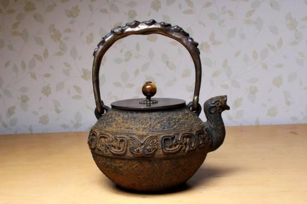 H059【尚雅堂】時代龍文堂 茶道具 彫金獣口萬龍文銅持手鉄瓶