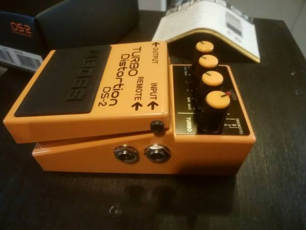 Boss DS-2 ボス ターボディストーション もと箱(黒箱)、説明書、小冊子付 程度良好