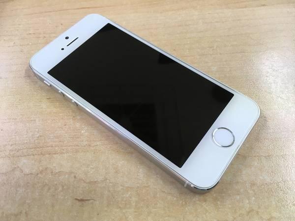 【美品中古】Apple iPhone 5s 32GB シルバー A1453 au
