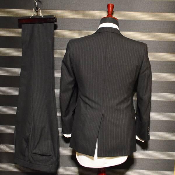 美品・売り切り  ブラックXブルーストライプスーツ TS EVO 落ち着きのある印象_画像2