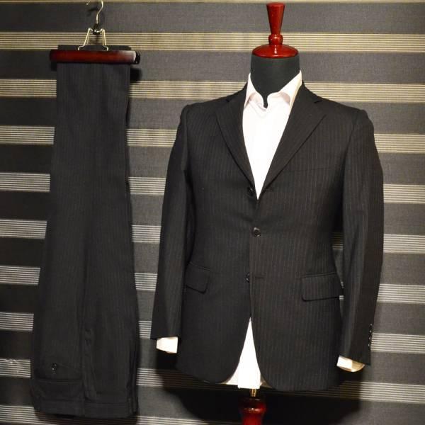 美品・売り切り  ブラックXブルーストライプスーツ TS EVO 落ち着きのある印象