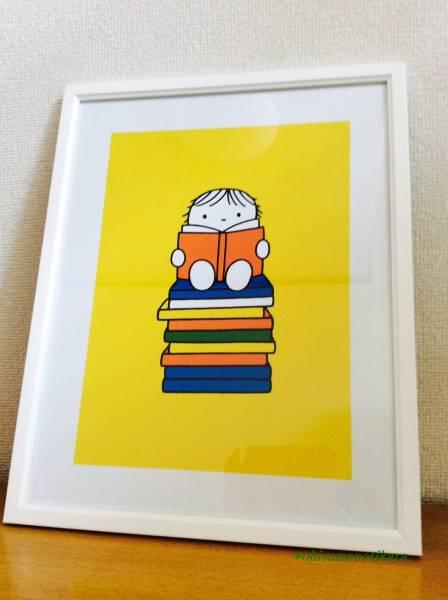 【額装込みミニポスター】ディック・ブルーナ/本の上に座って読書するミッフィーのおともだち/Dick Bruna 38cm×30cm グッズの画像