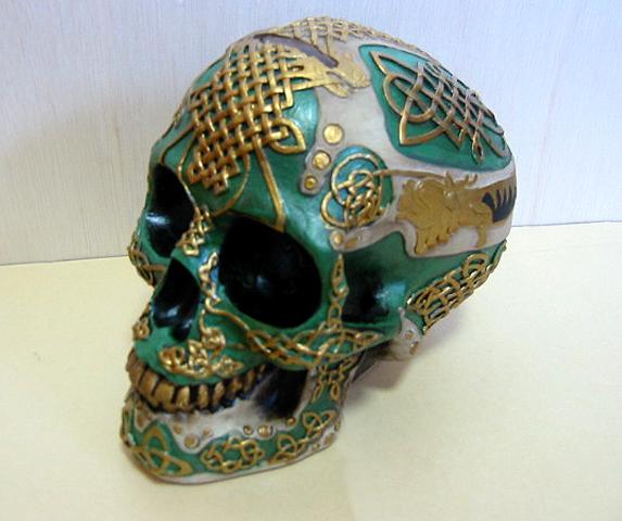 ケルティック ライオン スカル(頭蓋骨) バンク 彫刻 彫像/ Figurine Celtic Lion Skull Bank Hand Painted Resin 6411 by DLEG(輸入品_画像3