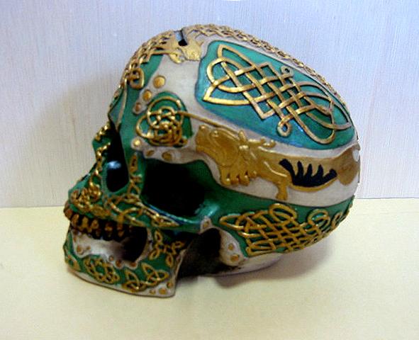 ケルティック ライオン スカル(頭蓋骨) バンク 彫刻 彫像/ Figurine Celtic Lion Skull Bank Hand Painted Resin 6411 by DLEG(輸入品_画像2