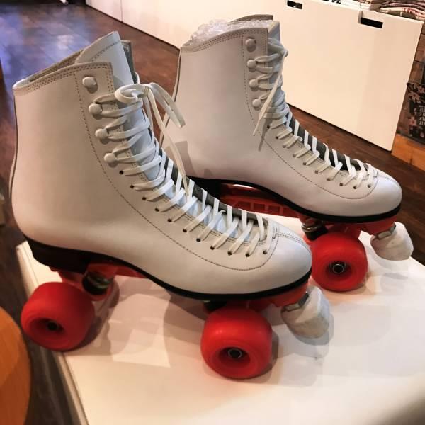 Wowa?で使用したローラースケート本物です。