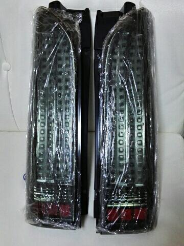 200系ハイエース フルLEDテールランプ スモークタイプ 合計184発