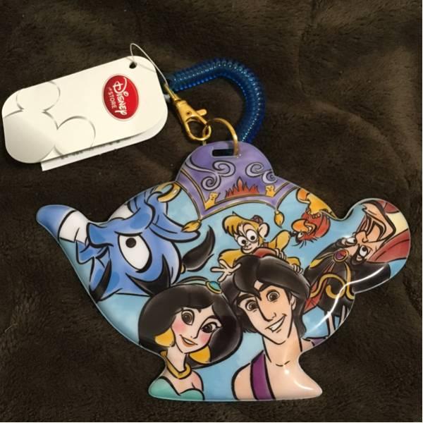 新品 ディズニー アラジン 魔法のランプ型 パスケース ディズニーストア ジャスミン アブー ジーニー イアーゴ ジャファー 魔法の絨毯 ディズニーグッズの画像