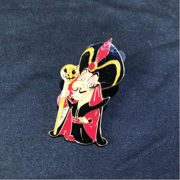 非売品 TDL Disney ディズニー アラジン 魔法使い ジャファー キャストピン ピンバッジ ハロウィン ディズニーグッズの画像