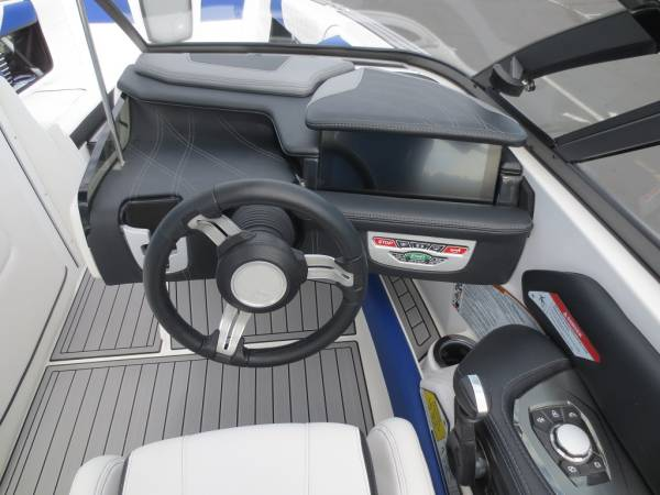 消費税込!!最高のトーイングボート!!2017'NAUTIQUE G23 新艇(ブルーフレーク)_画像2