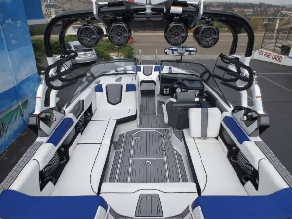消費税込!!最高のトーイングボート!!2017'NAUTIQUE G23 新艇(ブルーフレーク)_画像3